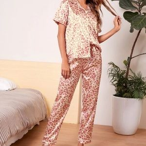 COPY - Leopard print satin pj set pink
